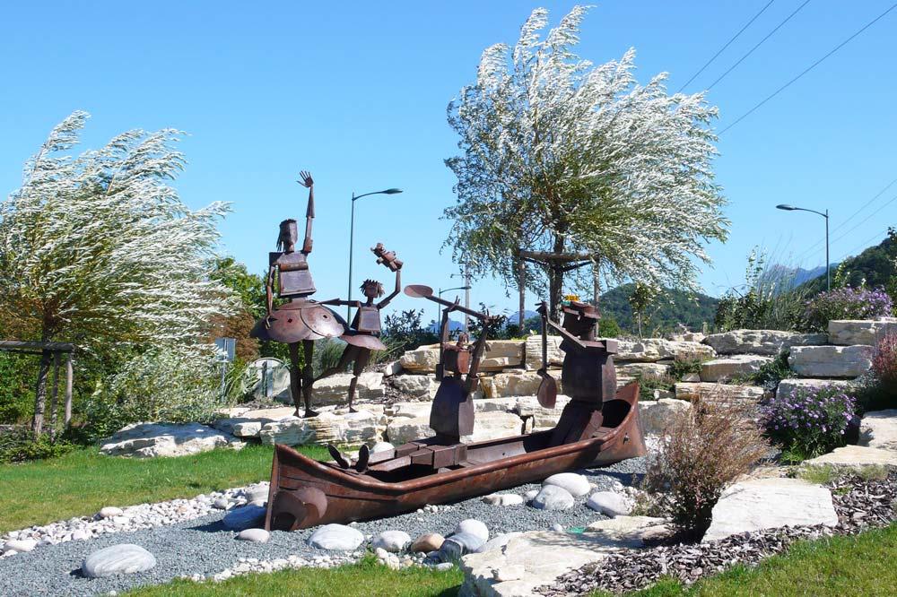 Photographie de personnages dans un canoë à Aouste-sur Sye