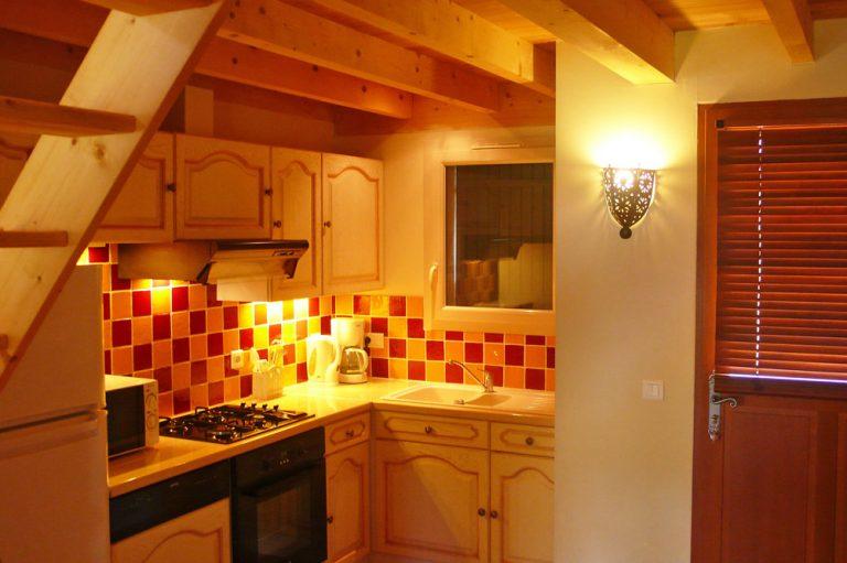 Photographie de la cuisine de type provençal d'une maison de vacances dans le sud de la France