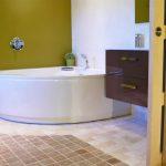 Photographie d'une baignoire balnéo dans une maison de vacances à louer en Drôme