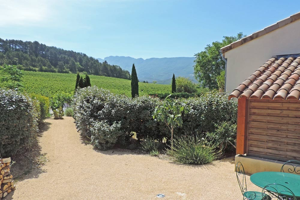 Photo de la vue depuis la terrasse d'un gîte de groupe à Mirabel et Blacons