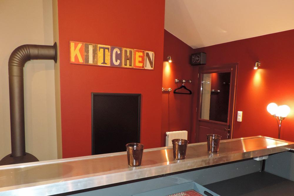 Photo du bar d'un gîte de groupe dans la Drôme