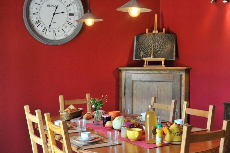 Photographie du coin repas d'un gîte en France