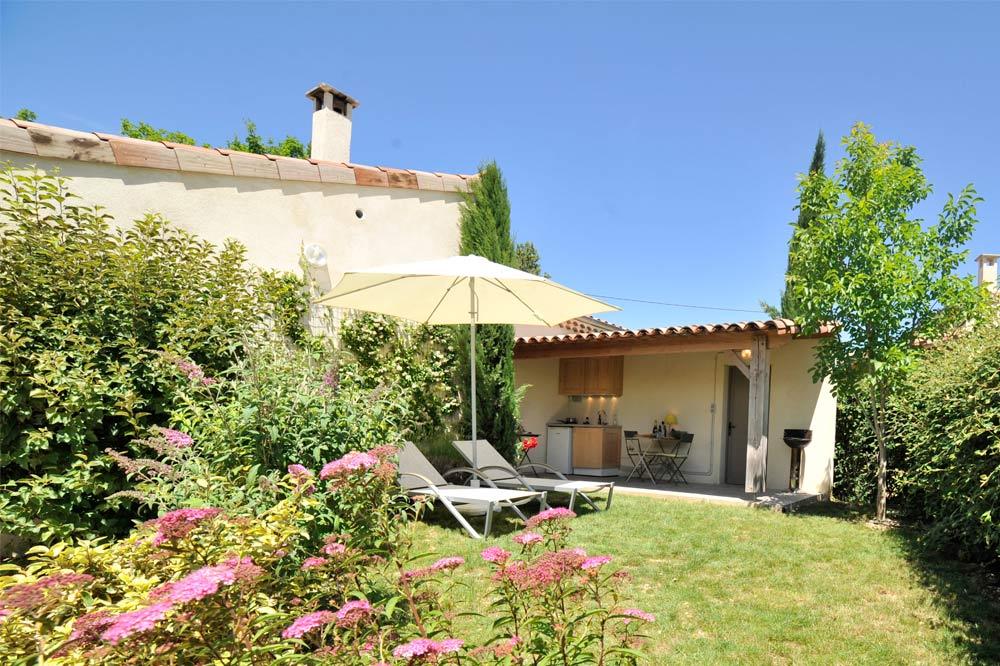 Photo du jardin d'un gîte 3 étoiles dans le sud de la France