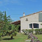 Photographie du jardin d'une maison de vacances à louer dans la vallée de la Drôme