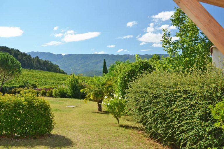Photographie d'un jardin dans la vallée de la Drôme