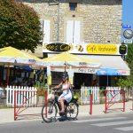 Photographie d'un café restaurant du sud de la France