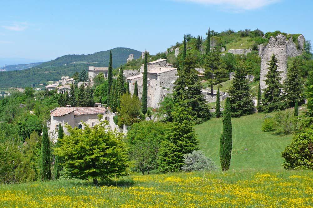 Photographie de la colline du vieux village de Mirabel