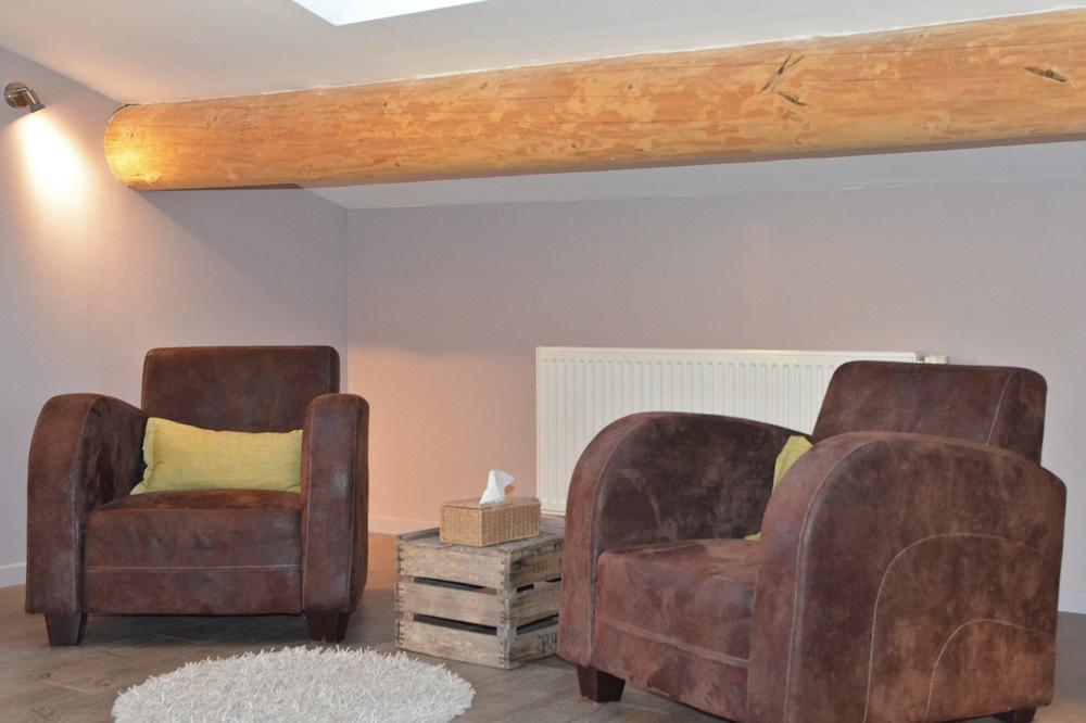 Photo de deux canapés dans un hébergement touristique proche de Crest
