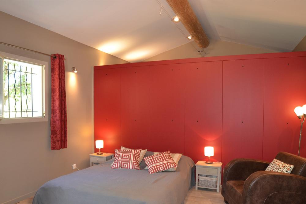 Photo de la chambre d'un gîte design dans la Drôme