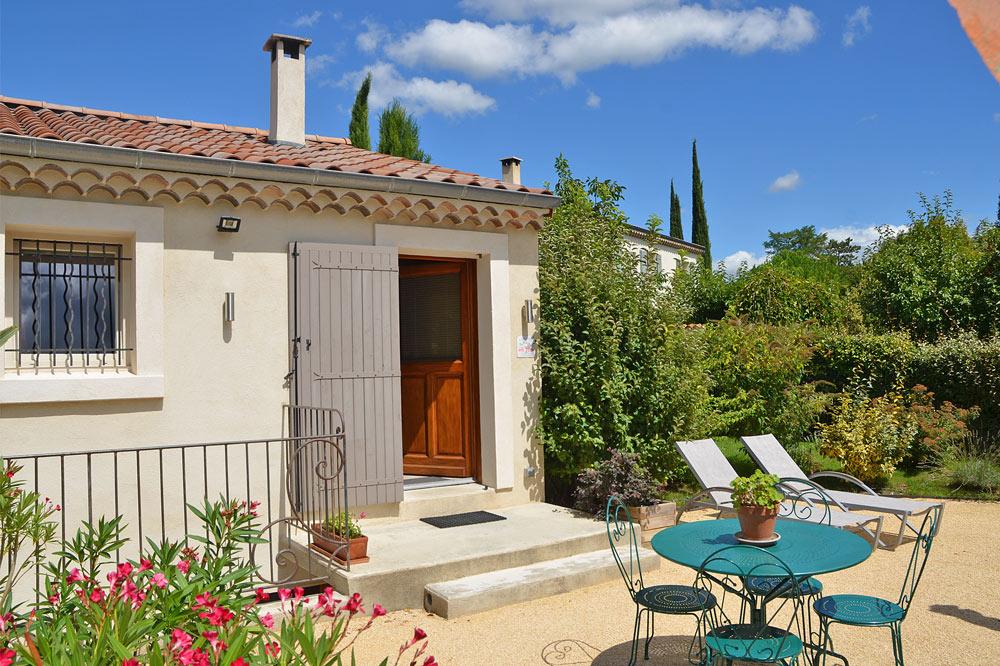 Photo d'une terrasse proche des vignobles de la Clairette de Die