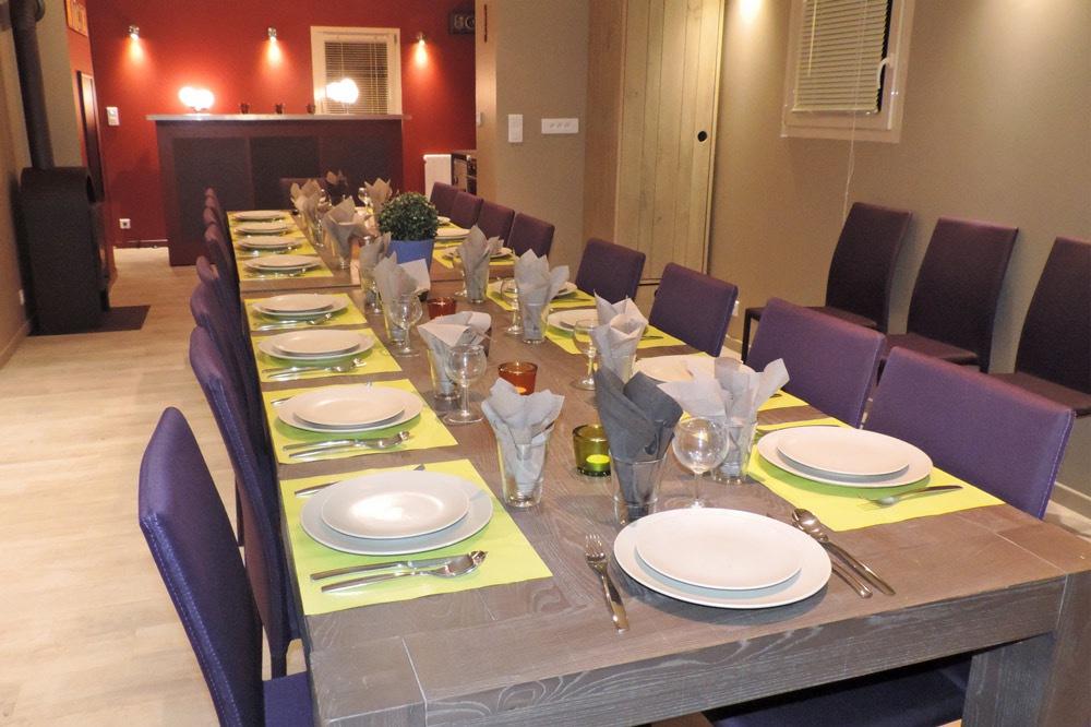 Photo d'une salle de repas pour 20 personnes proche de Crest